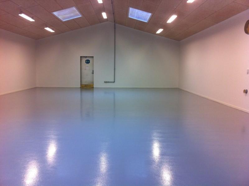 Slip for timevis af rengøring og vedligeholdelse - vælg epoxy gulve til din bolig